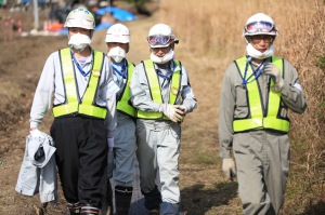 Decontamination workers in Iitate, November 2014 (photo by Hiro Ugaya).